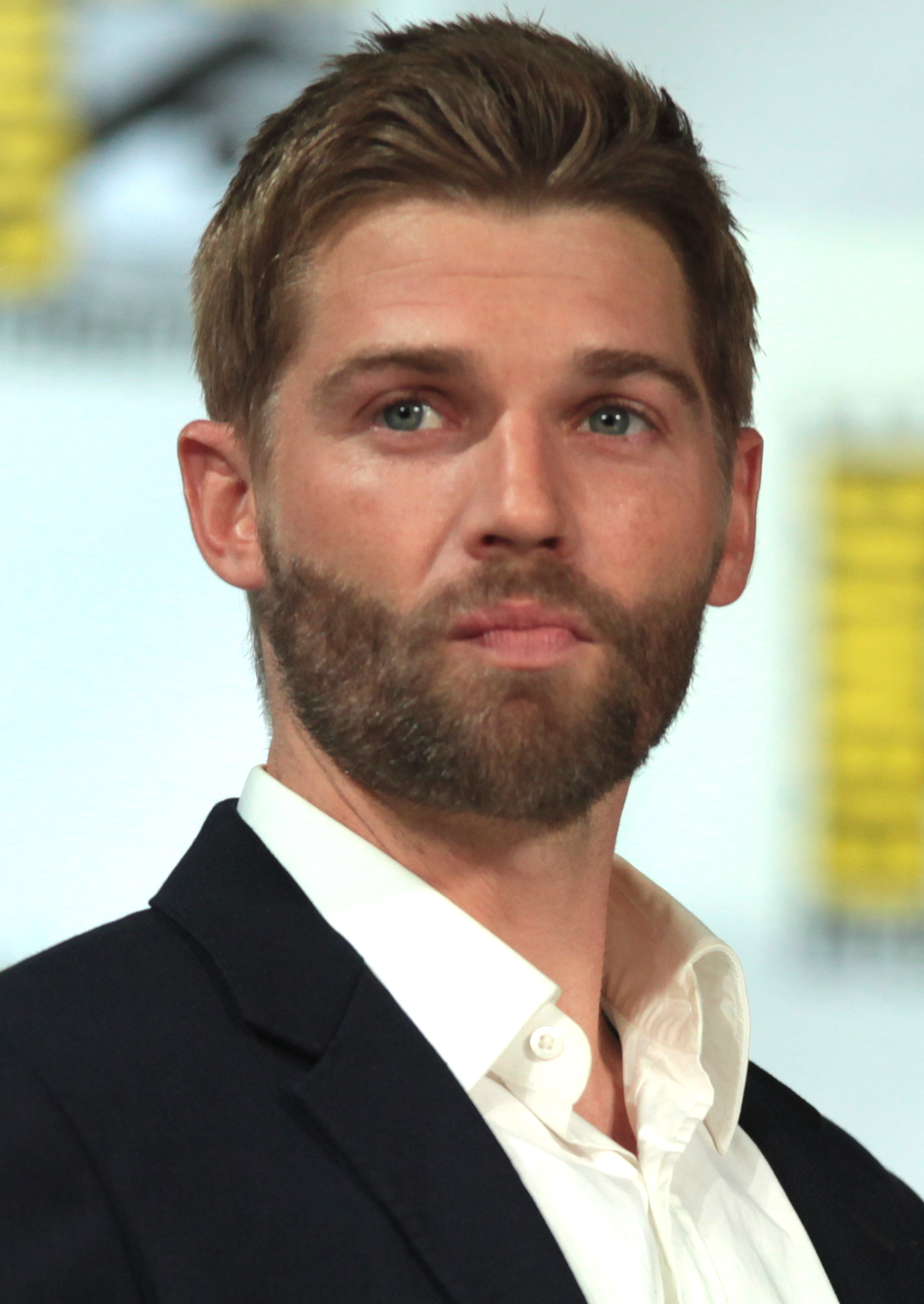 The 39-year old son of father (?) and mother(?) Mike Vogel in 2018 photo. Mike Vogel earned a  million dollar salary - leaving the net worth at 1 million in 2018