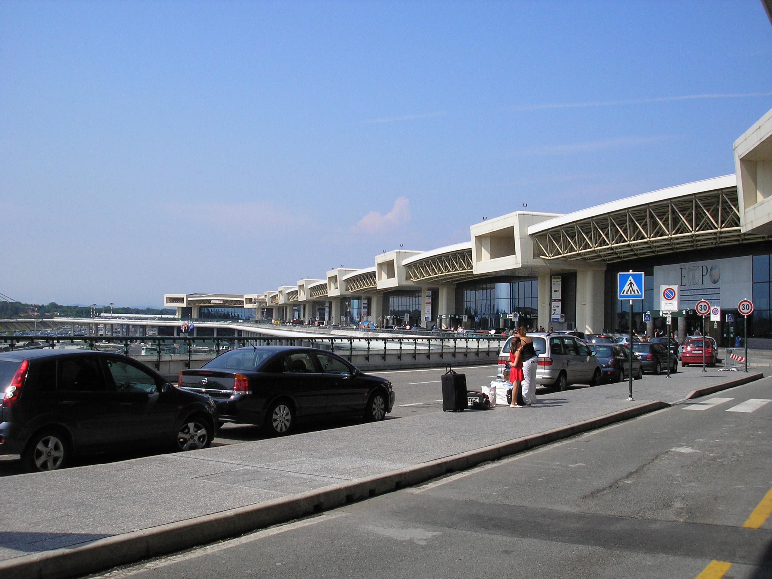 Aeroporto Italia : File milano malpensa terminal g