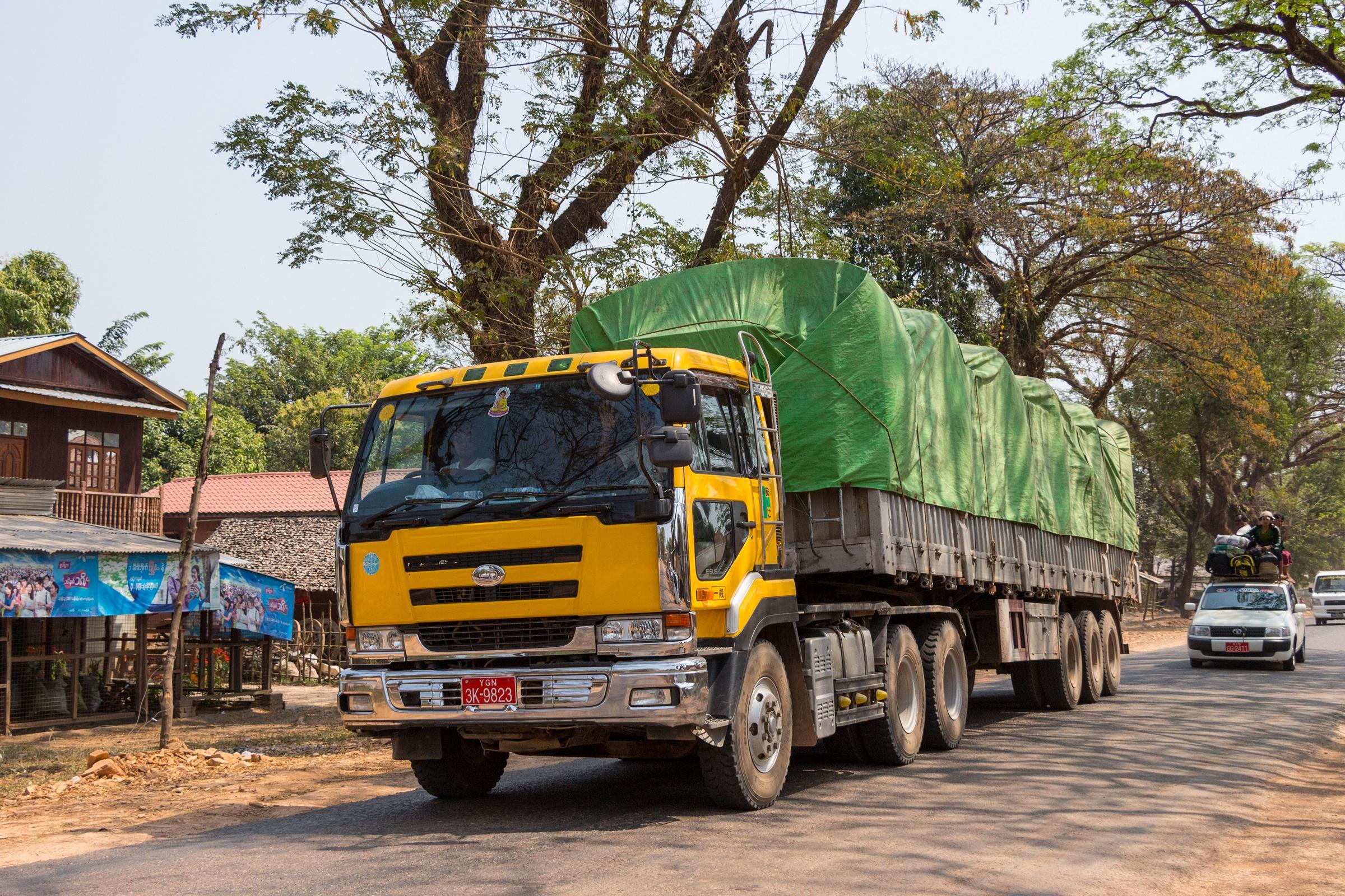 Nissan Diesel Truck >> File Nissan Diesel Truck In Myanmar Jpg Wikimedia Commons