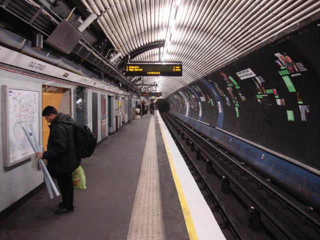 Old Street tube station, Northbound Northern line platform - geograph.org.uk - 721485