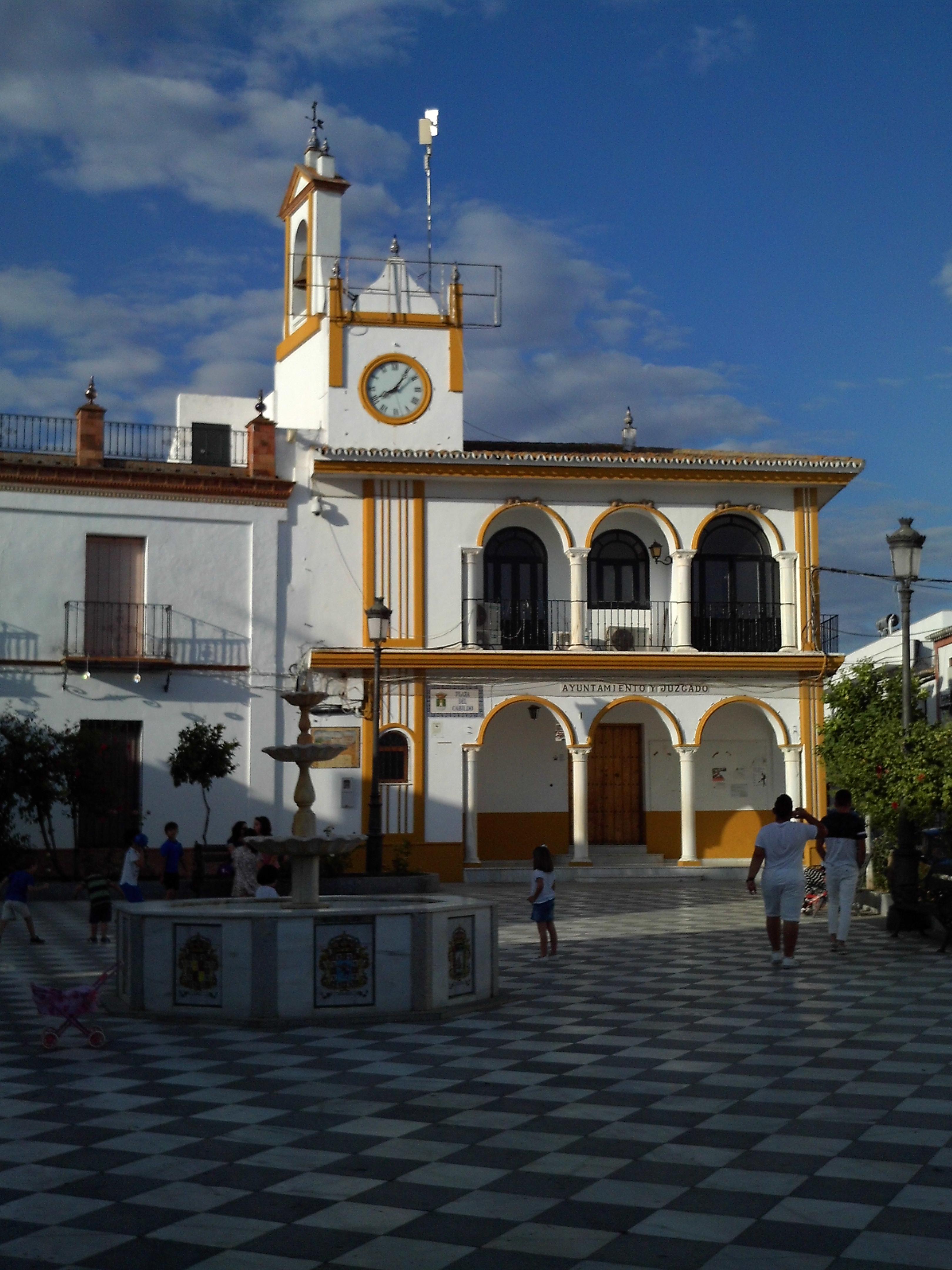 Archivo:Plaza del Cabildo, Aznalcázar.jpg - Wikipedia, la ...