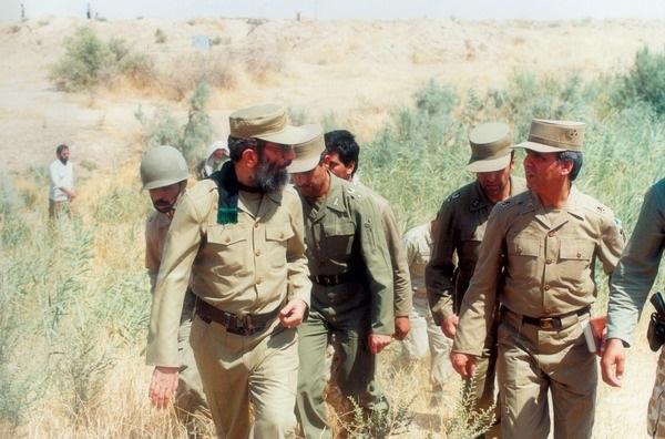https://upload.wikimedia.org/wikipedia/commons/5/52/President_Ali_Khamenei_in_Iran-Iraq_War.jpg