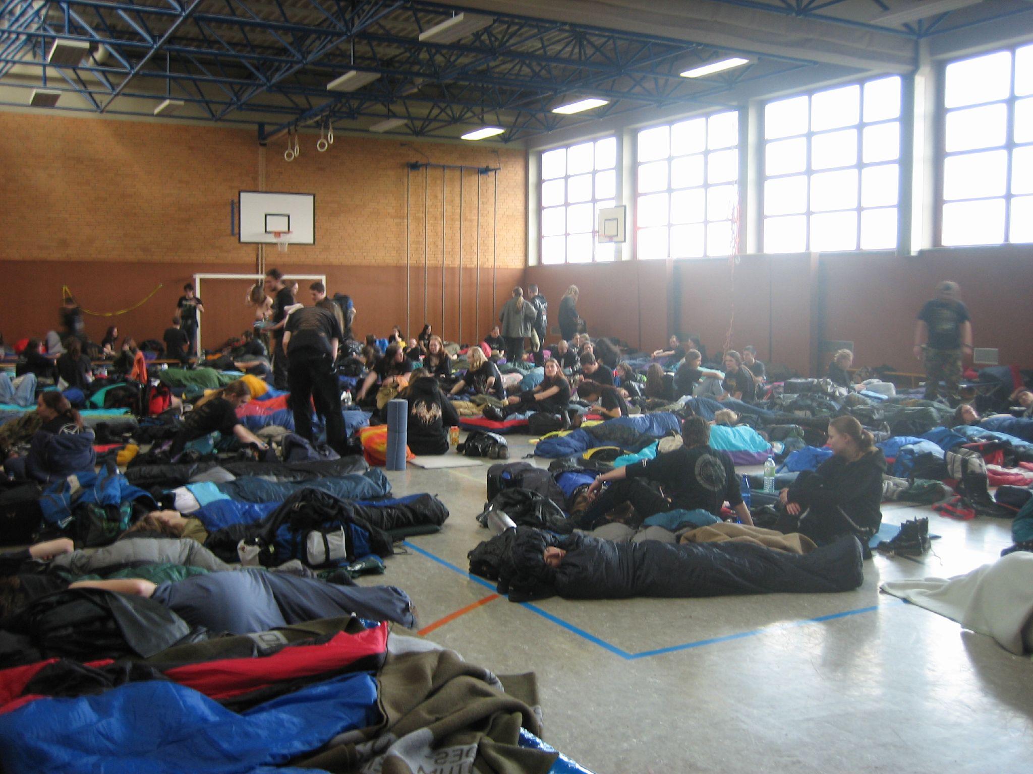 Datei:Ragnarök-Festival 2007, sleeping hall 2.jpg - Wikipedia
