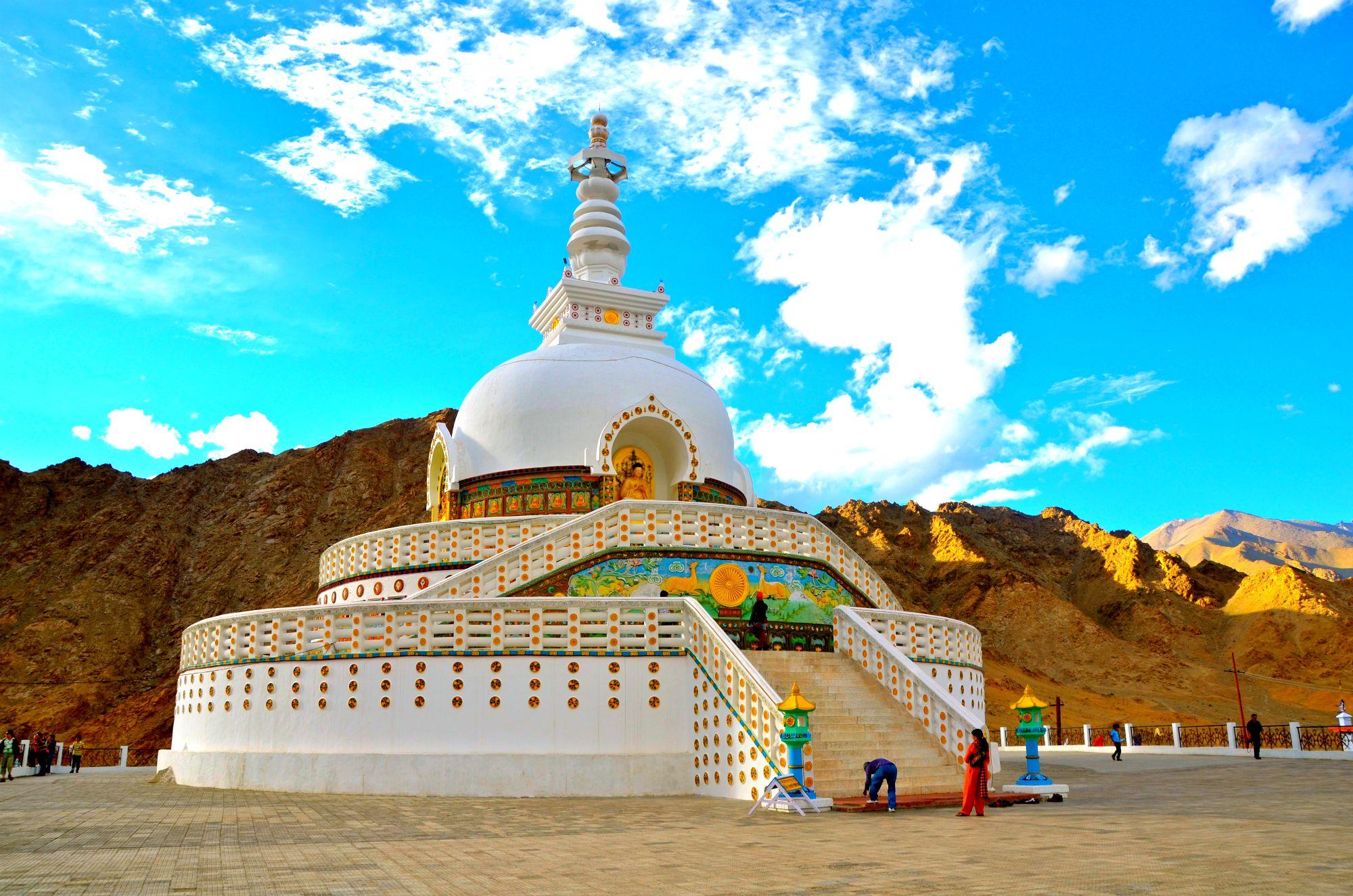 Leh Ladakh Travel Guide 2020 :Lets Get Lost In Landscapes 4