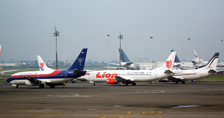 File Sriwijaya Air Boeing 737 236 Lion Air Boeing 737 4y0 And Express Air Boeing 737 337 Cgk 2014 14805654601 Jpg Wikimedia Commons