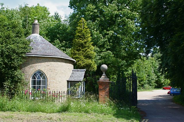 The Lodge at the entrance to Wandlebury - geograph.org.uk - 850685