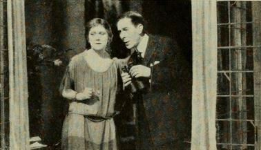 Ann Forest e George Arliss em cena do filme de 1922