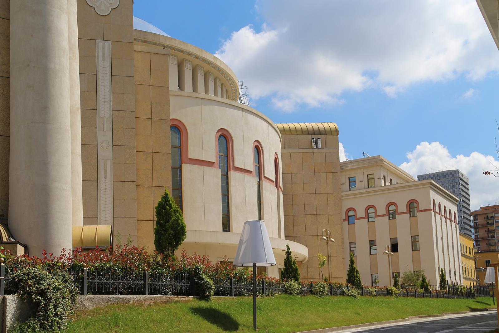 Trei ani de la sfințirea Catedralei Învierii lui Hristos din Tirana, un eveniment cu mai multe semnificatii istorice. (foto)