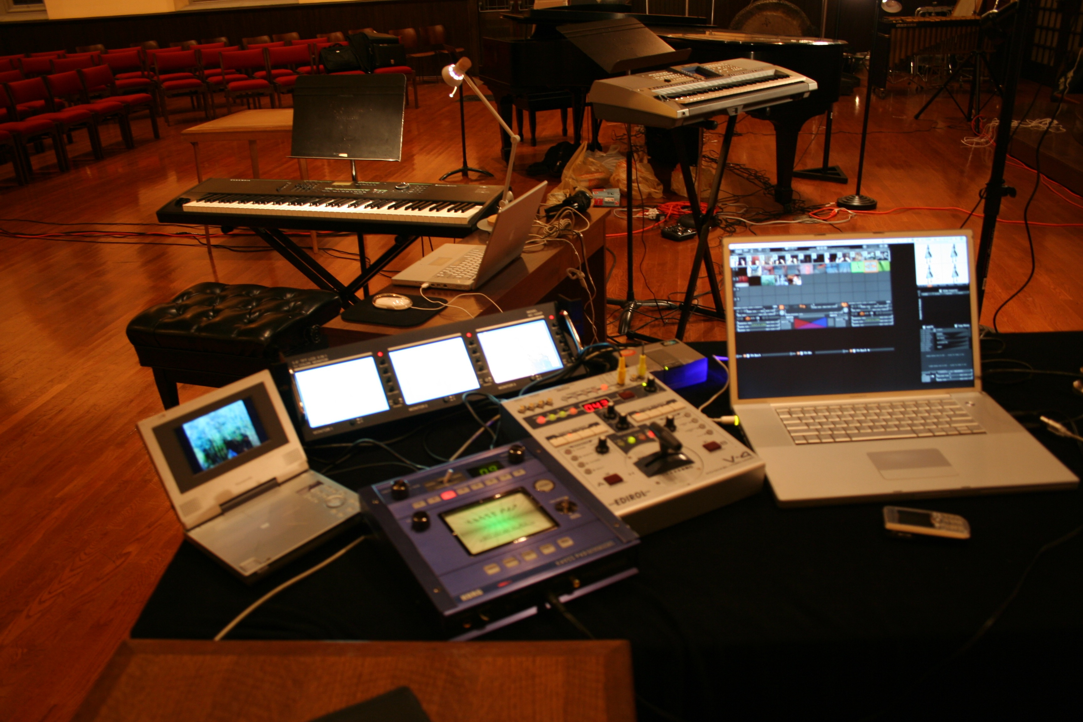 File:VJ-hardware-and-laptop.jpg - Wikimedia Commonsvj