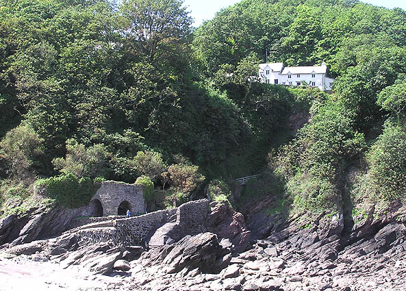 Woody Bay cottages, approach path and lime kilns - geograph.org.uk - 490901