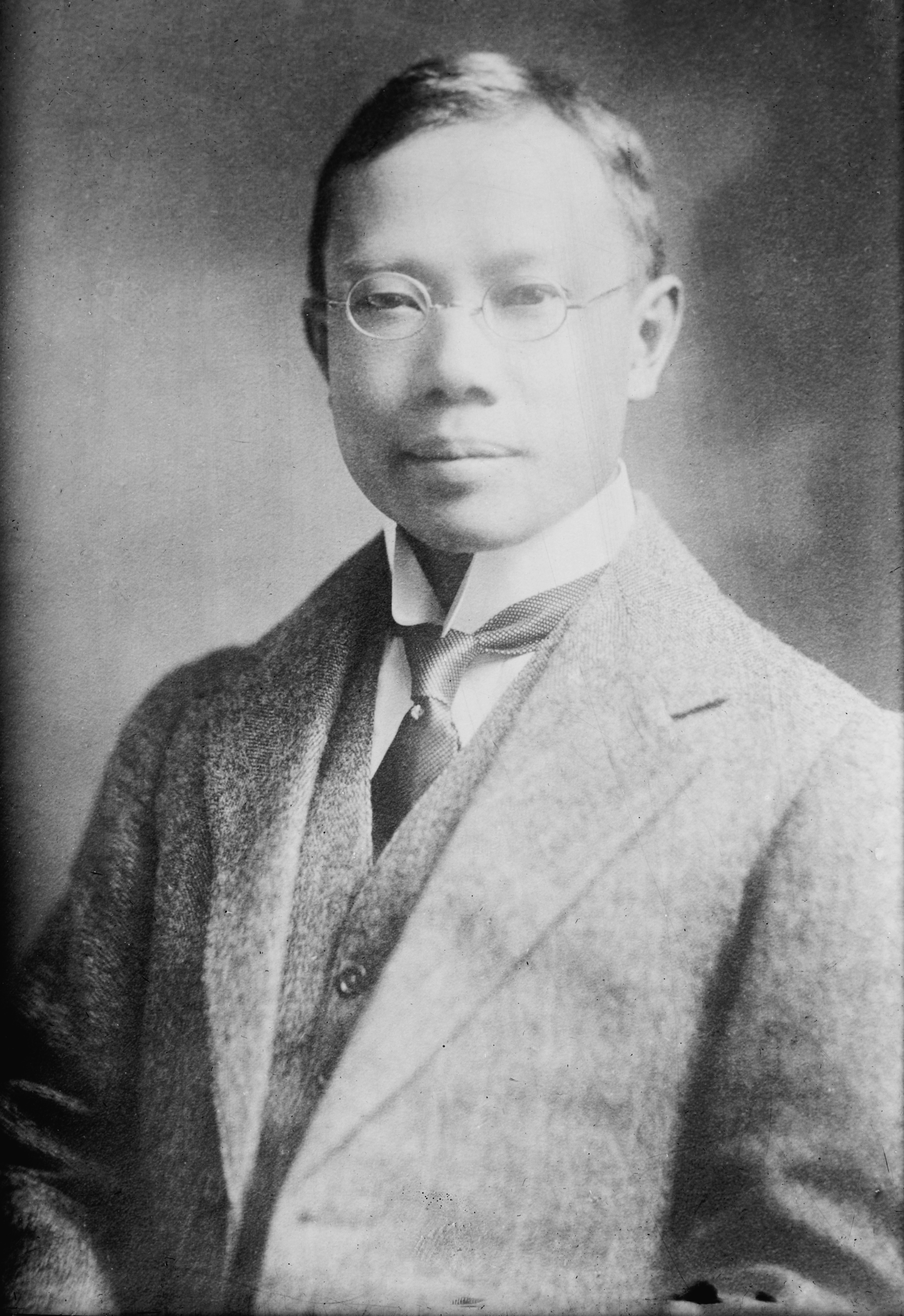 Black and white photograph of Dr. Wu Lien teh