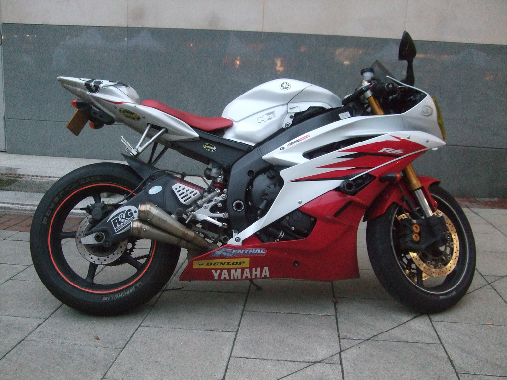 Description Yamaha R6 2006 red white jpgYamaha R6 White And Red