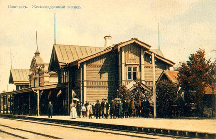 https://upload.wikimedia.org/wikipedia/commons/5/53/Новгородский_вокзал.jpg