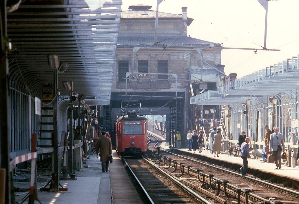 079R28100581 Stadtbahn, Haltestelle Ober ST. Veit, Umbau auf U Bahnbetrieb, Typ N1 2927 10.05.1981.jpg