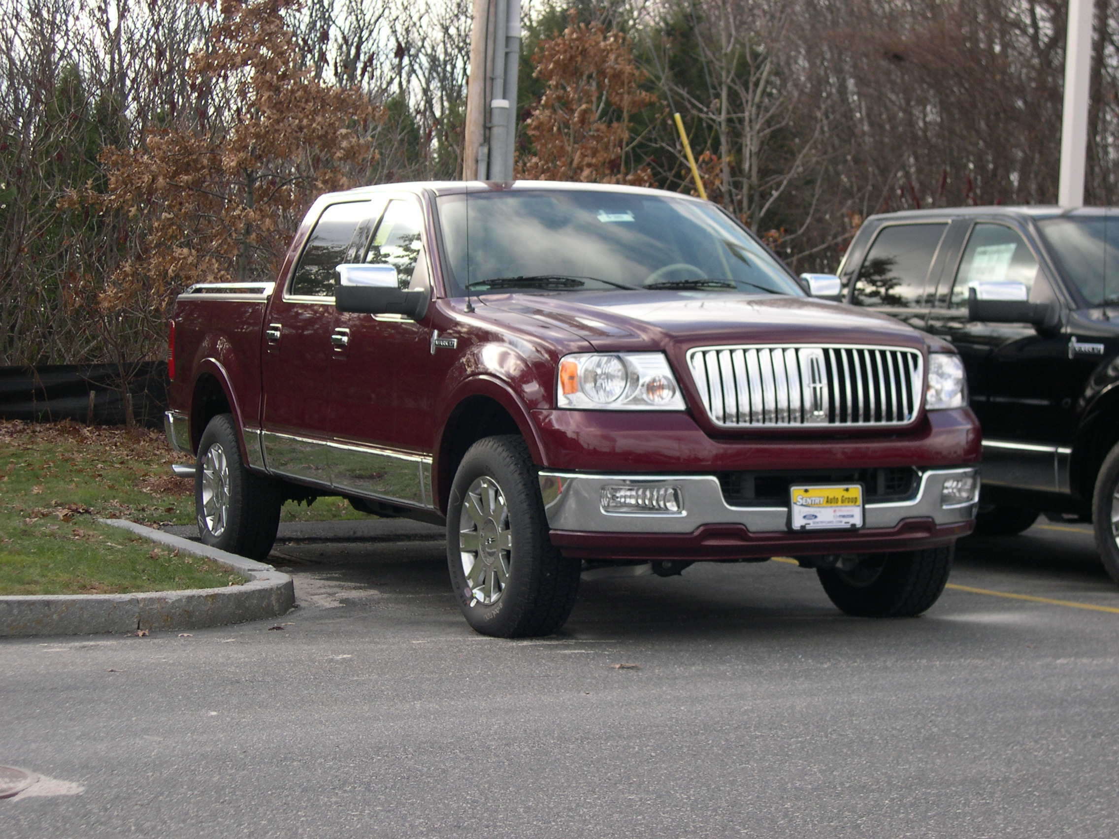 File 2005 Lincoln Mark LT JPG Wikimedia mons
