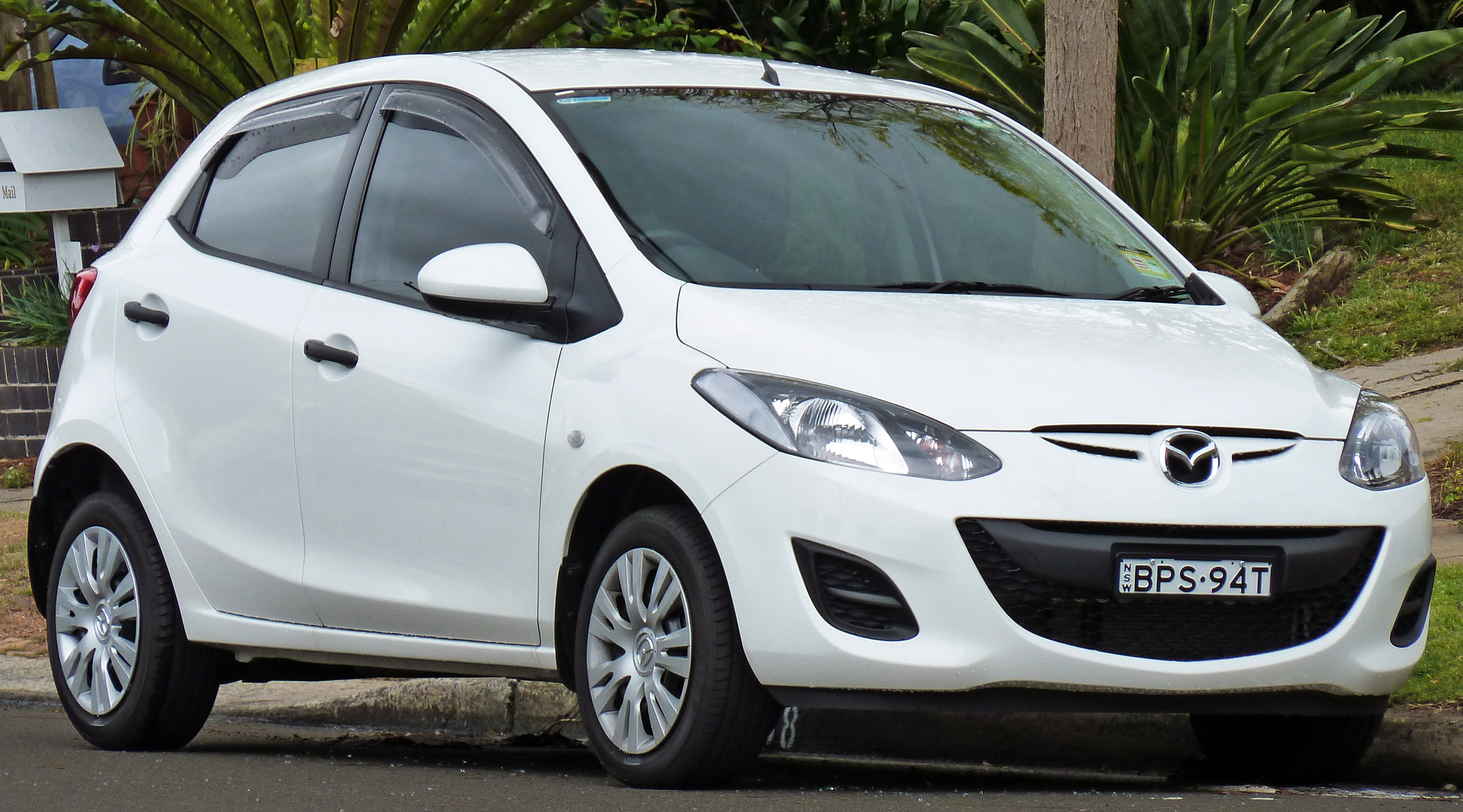 2010 mazda 2 de series 2 neo 5 door hatchback wikipedia. Black Bedroom Furniture Sets. Home Design Ideas