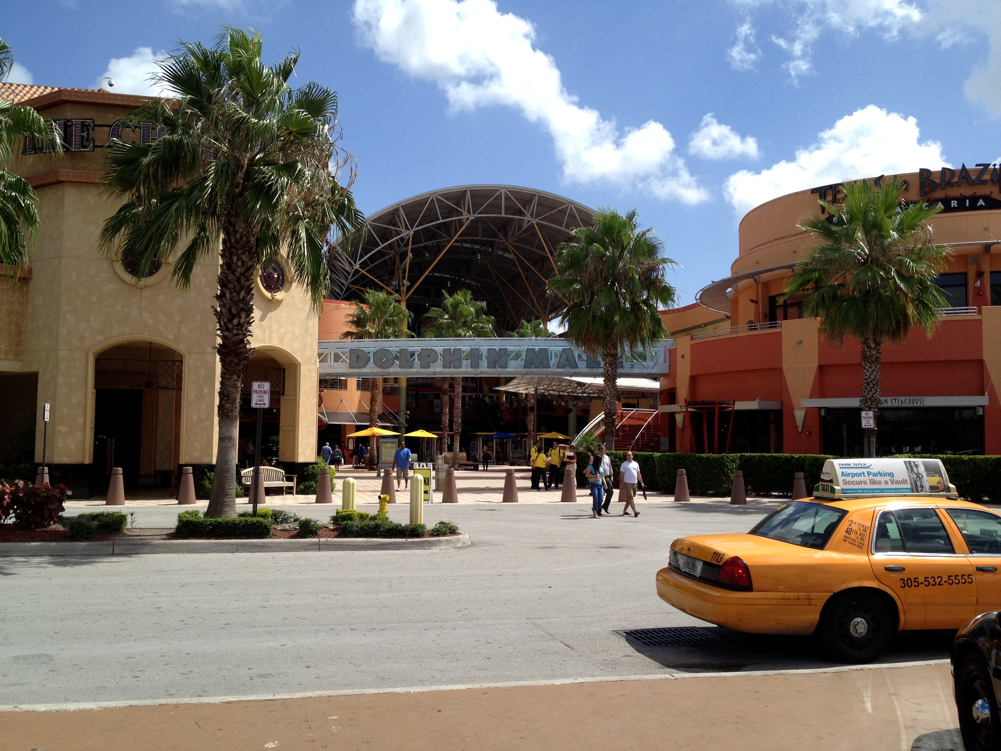 best service 25038 e67a5 Dolphin Mall - Wikipedia