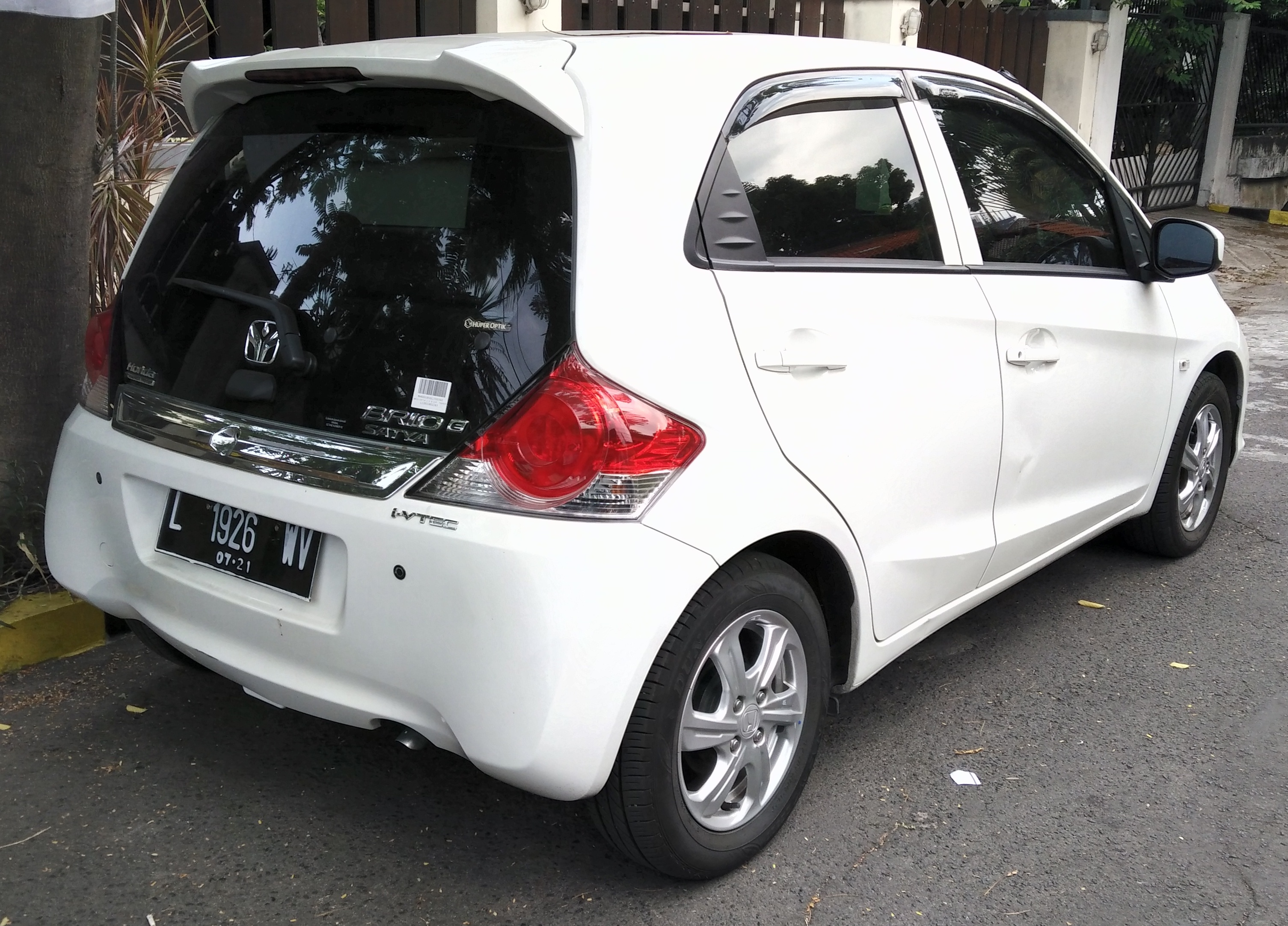 File:2016 Honda Brio Satya E (facelift) (rear), West Surabaya (cropped).jpg - Wikipedia