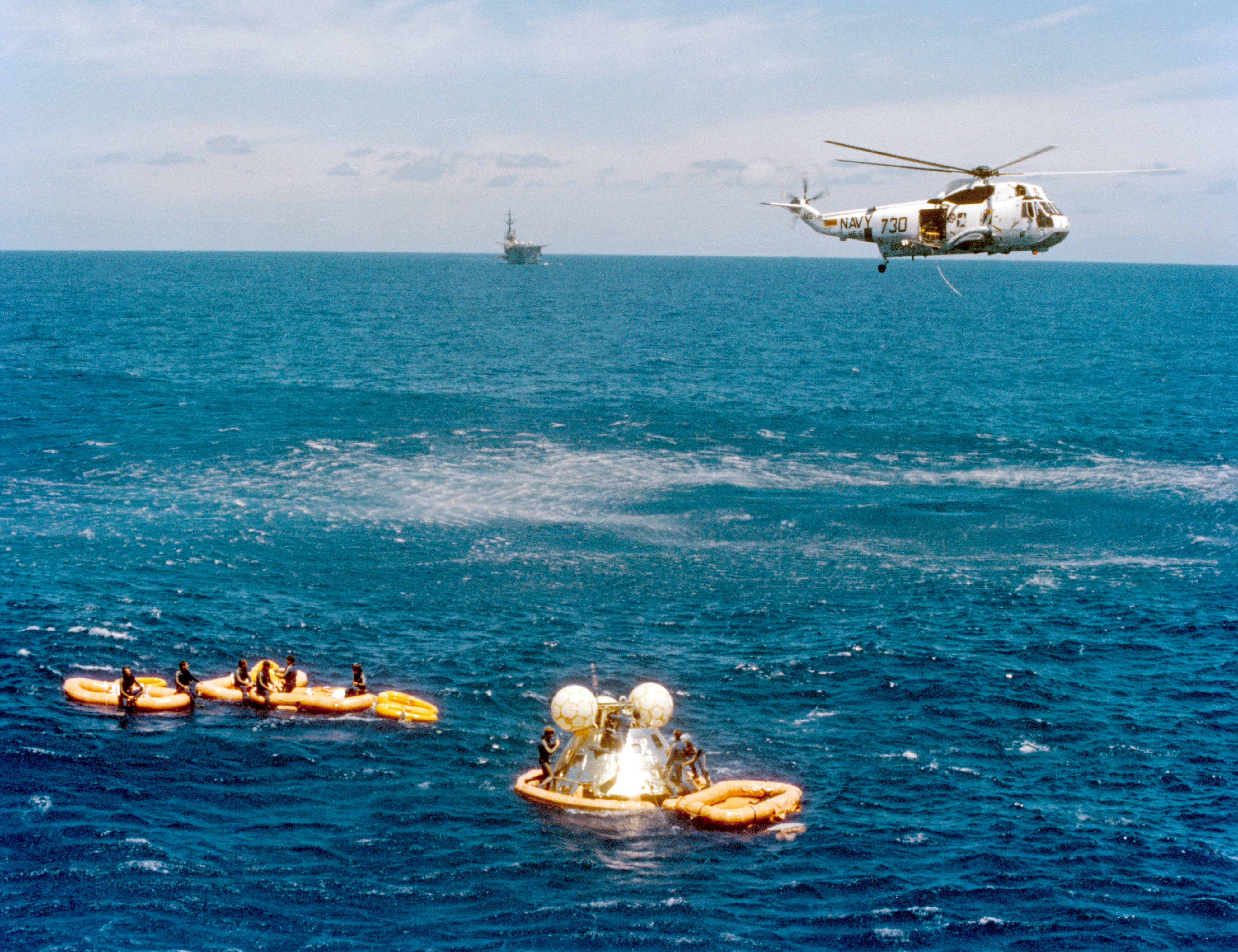 File:ASTP Apollo command module recovery by HS-6 Sea King ...