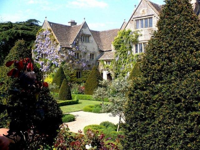 Abbey House Gardens Malmesbury.jpg