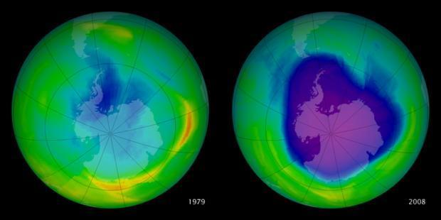 Zmenšenie ozónovej vrstvy nad Antarktídou (modrá až fialová farba)
