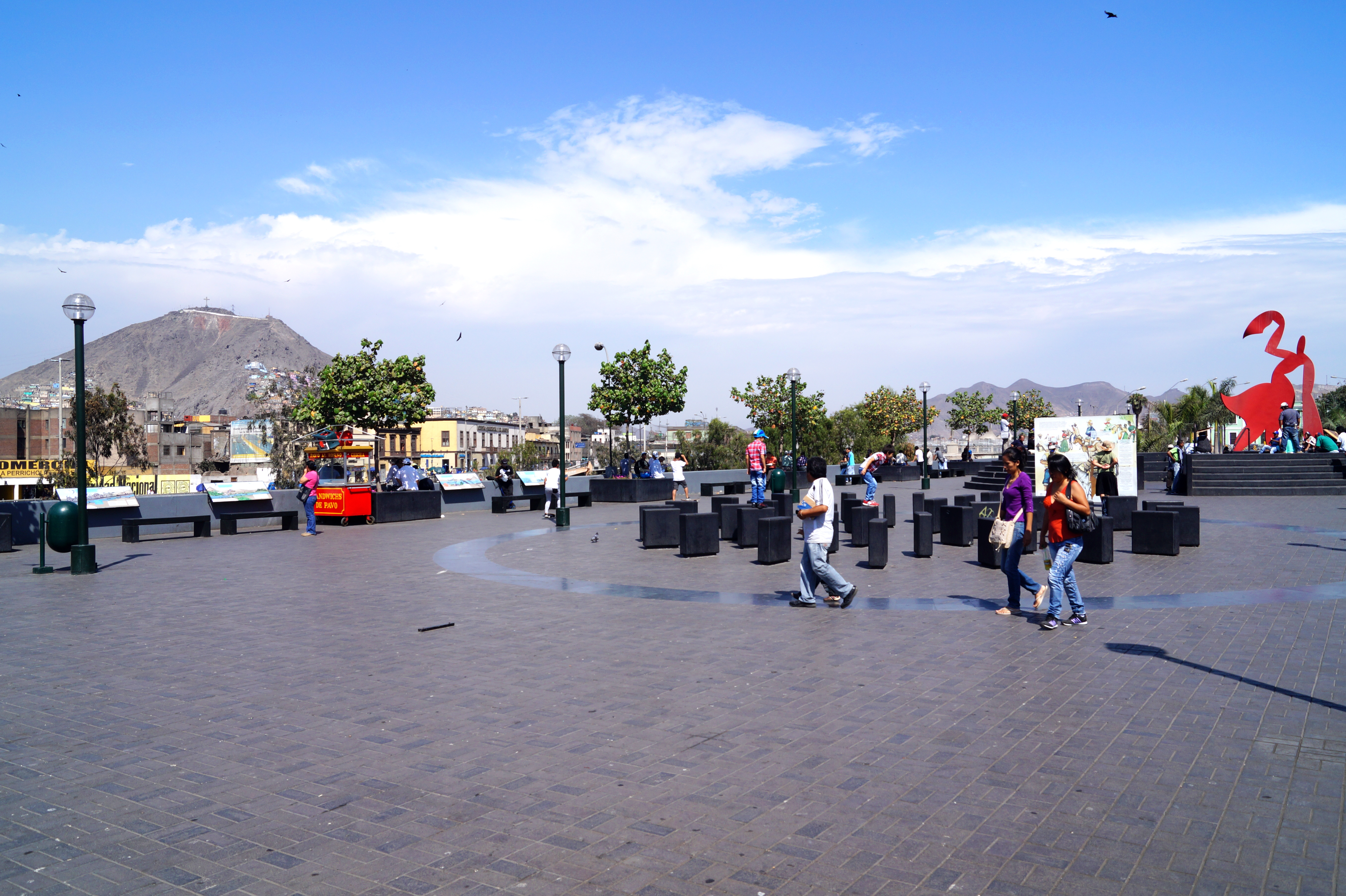 Alameda Chabuca Granda en Lima.
