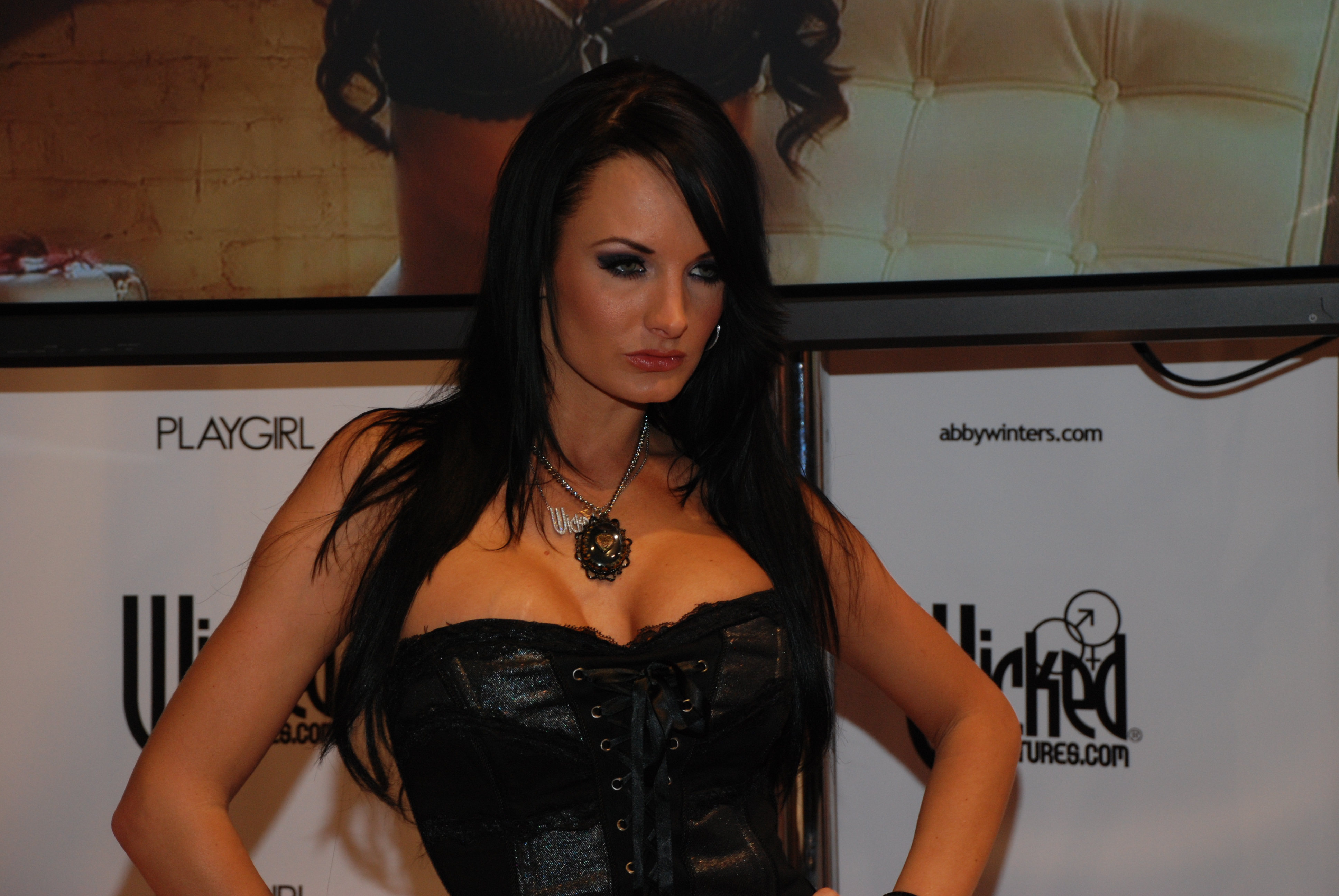 File:Alektra Blue at AVN Adult Entertainment Expo 2009 (1).jpg