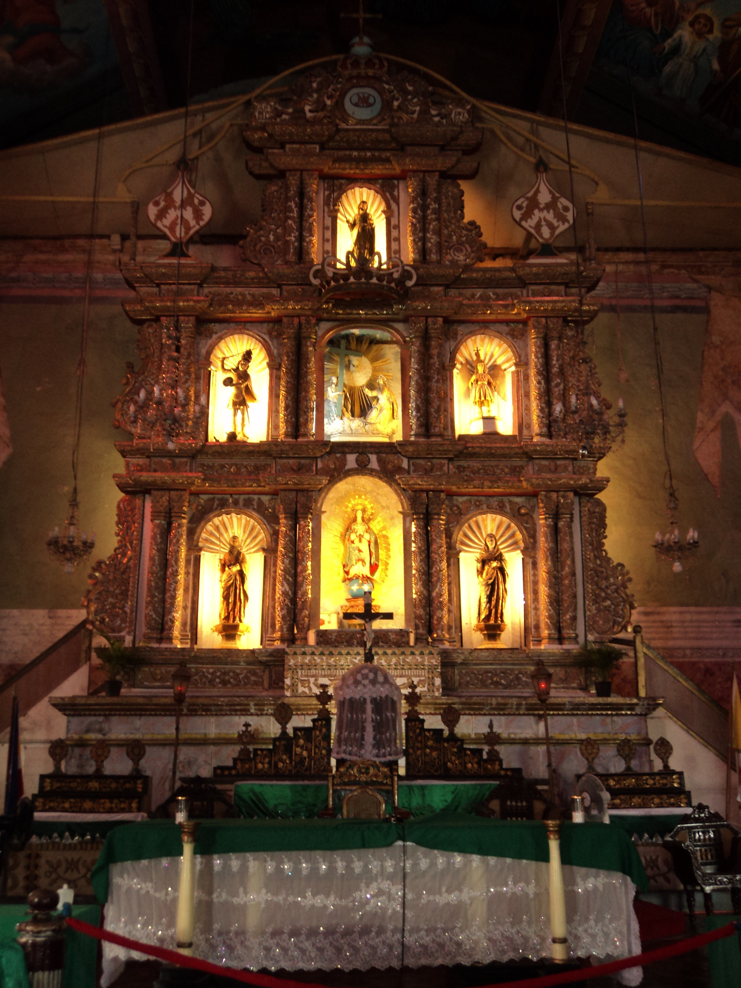 Baclayon Philippines  city images : Altar Baclayon Church in Baclayon, Bohol Wikimedia Commons