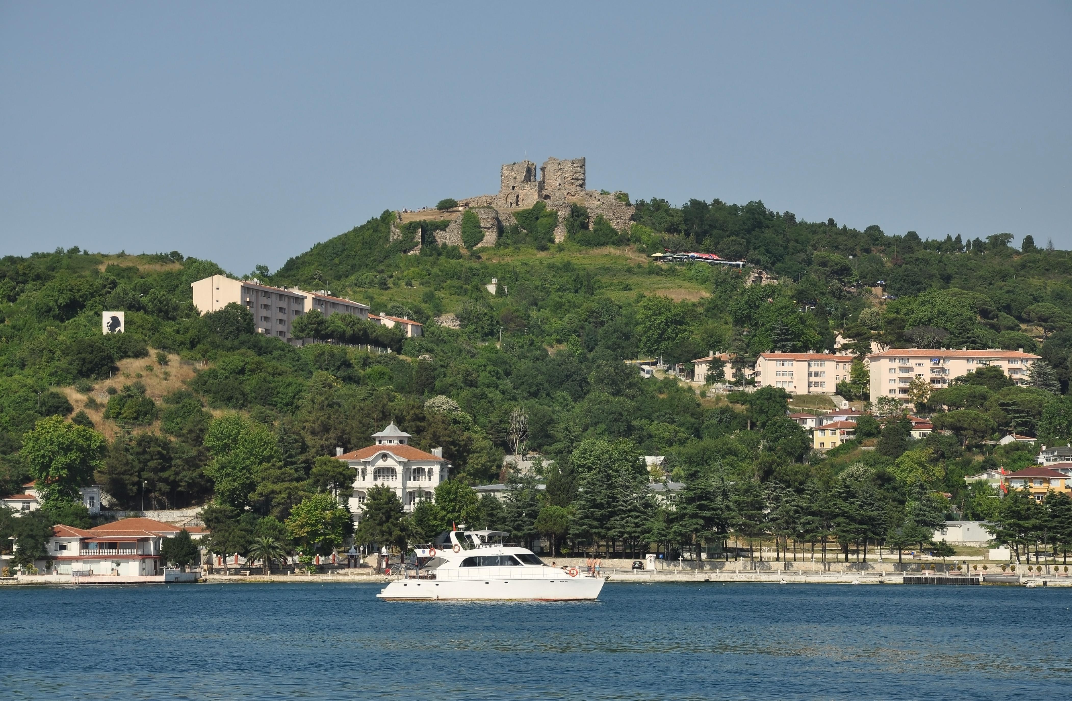 File:Anadolu Kavağı with Yoros Castle in Istanbul, Turkey ...