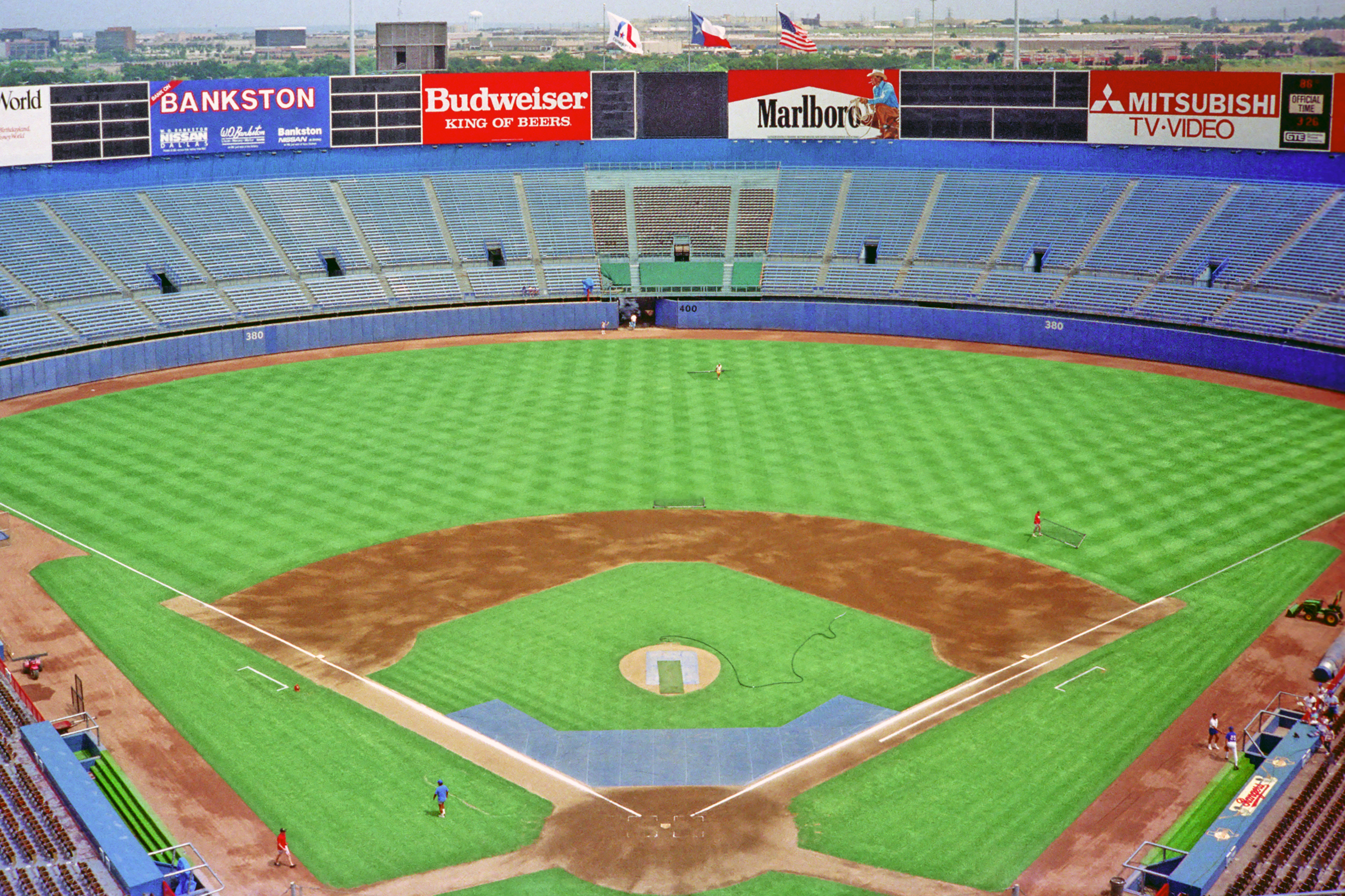 Arlington Stadium - Wikipedia