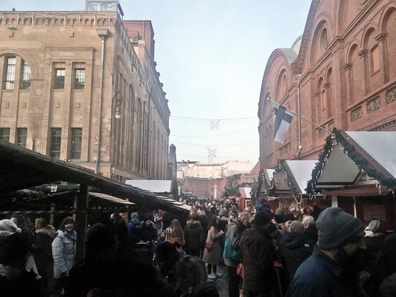 Auf dem Lucia-Weihnachtsmarkt 2.jpg