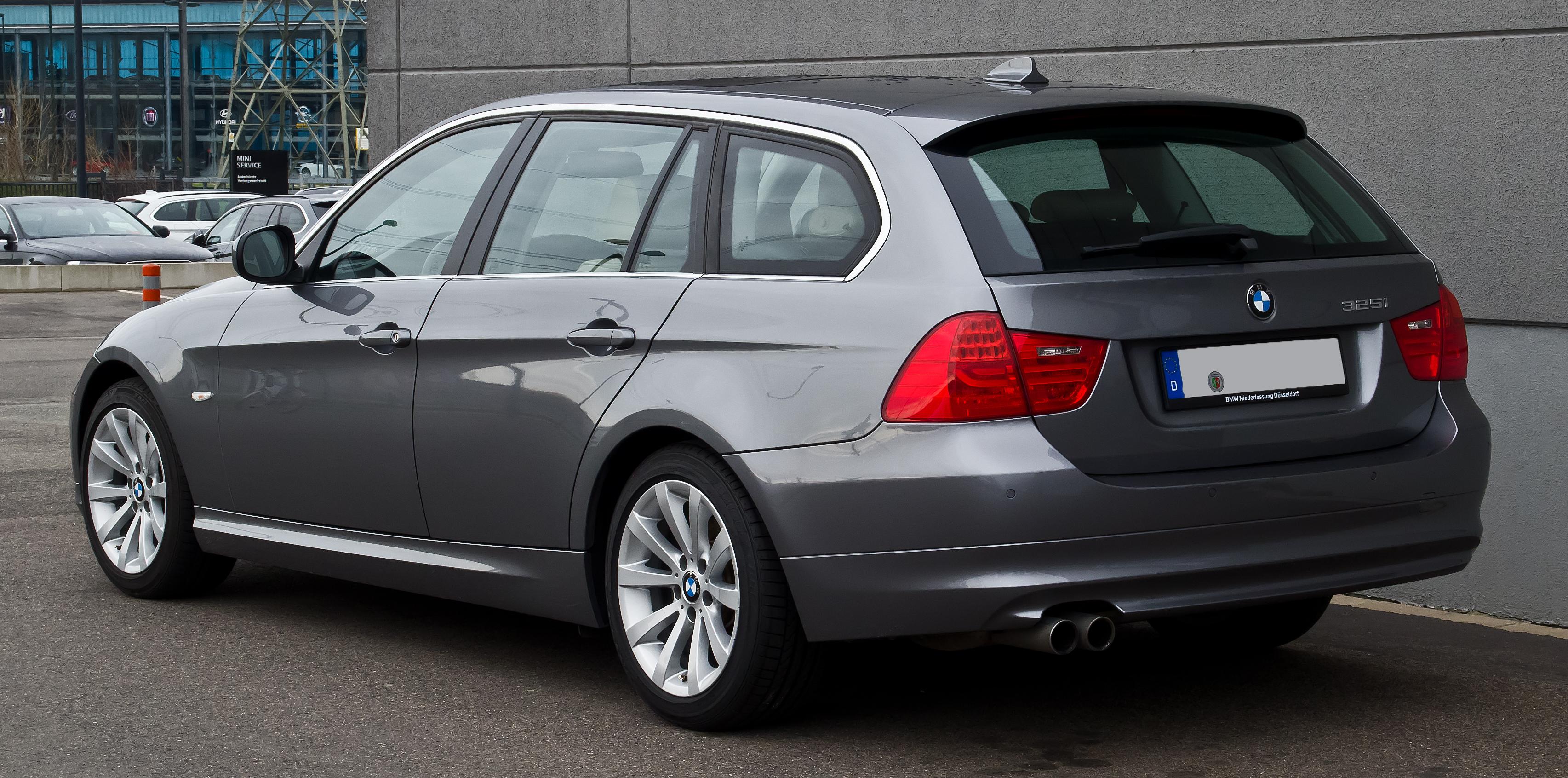 Bmw E90 Wiki >> File:BMW 325i Touring (E91, Facelift) – Heckansicht, 26. Dezember 2013, Düsseldorf.jpg ...