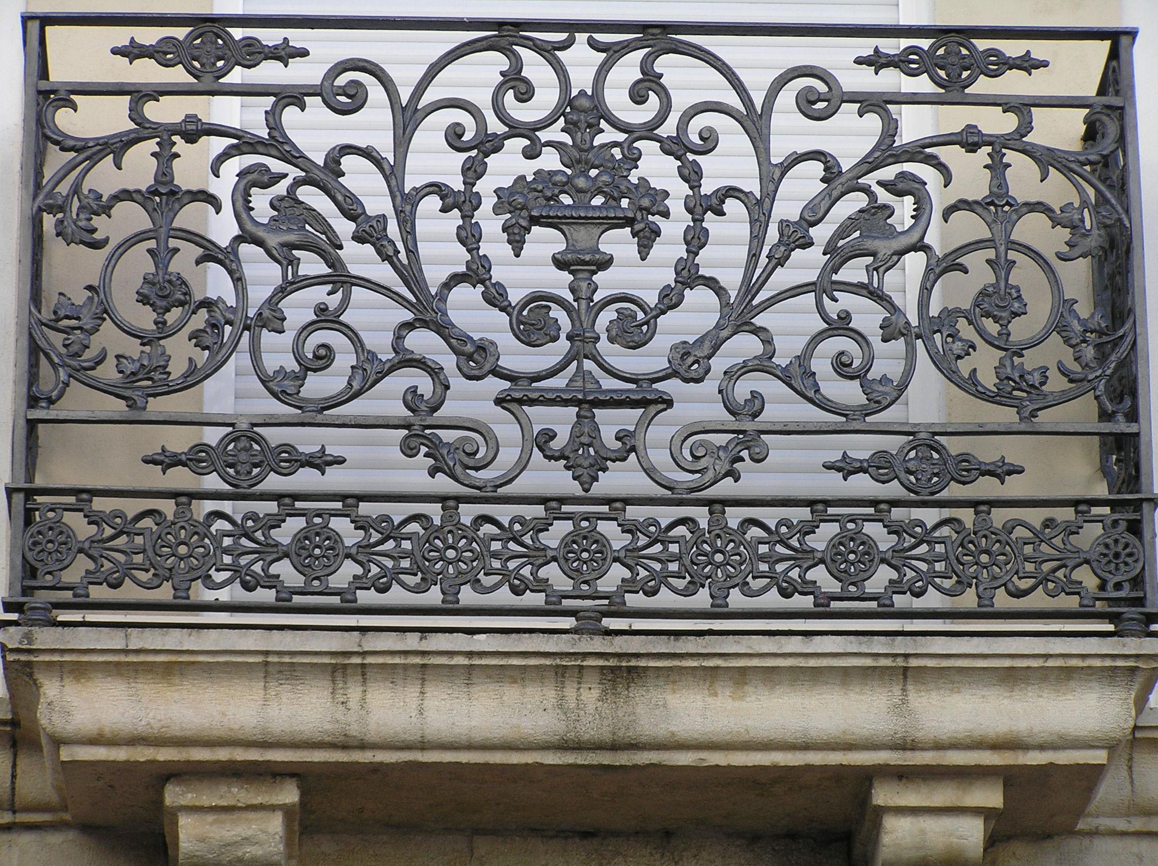 File balcon de hierro forjado en calle feria jpg - Rejas para balcon ...