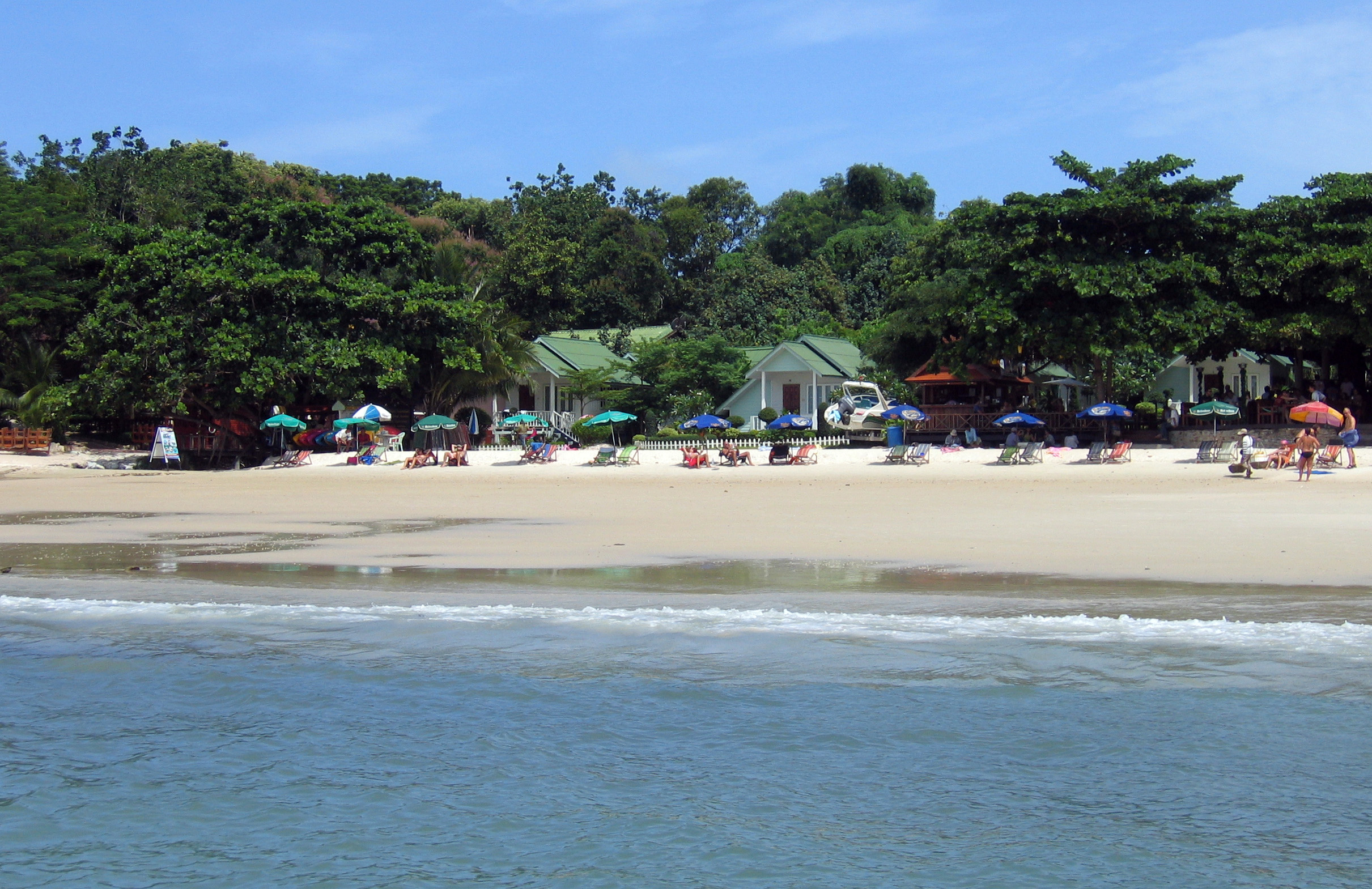 Koh Samet Thailand  city images : Beach Sea Breeze Koh Samet Wikimedia Commons