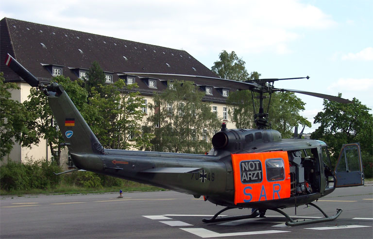 File:Bell UH-1 (Luftwaffe) 02 KMJ.jpg - Wikimedia Commons