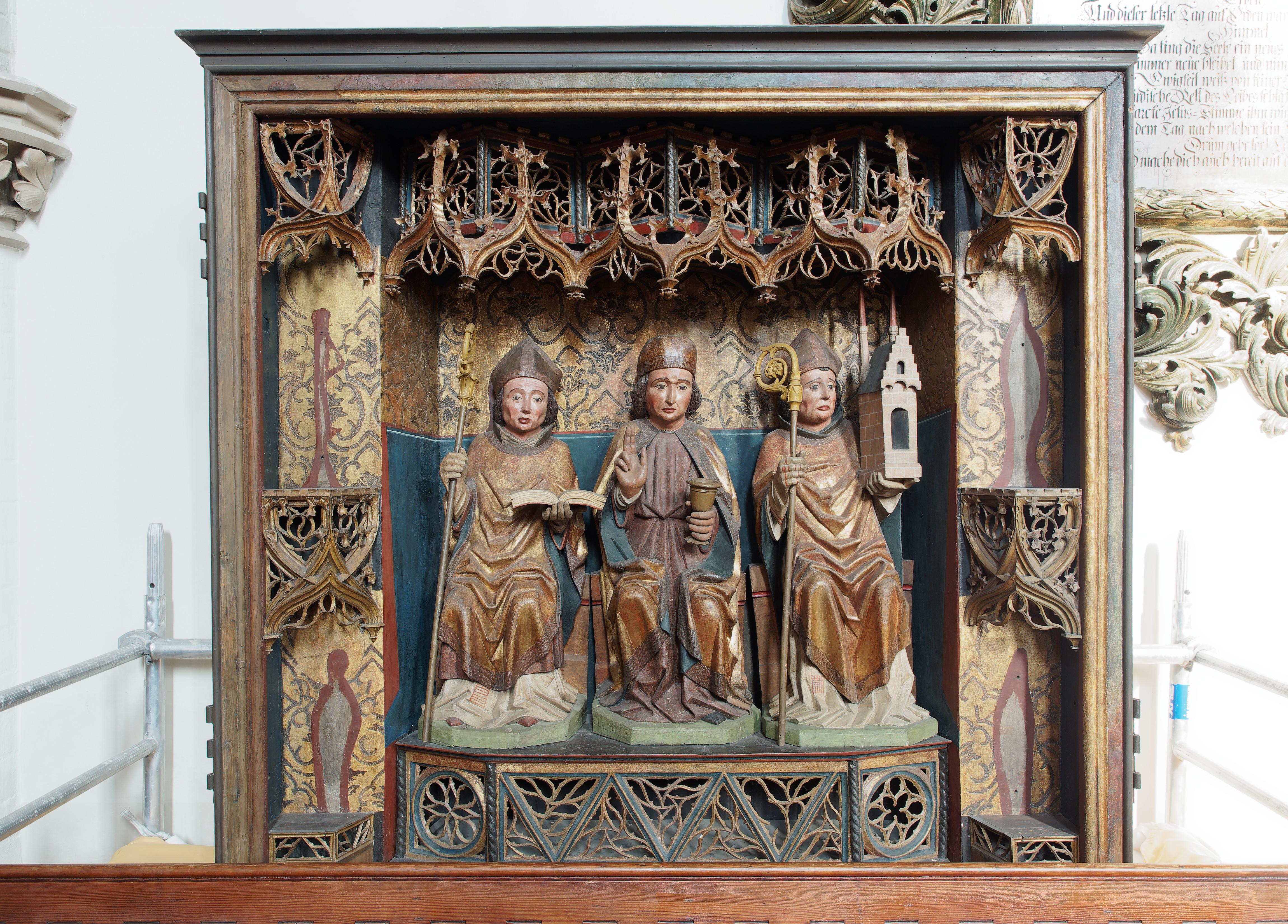 File:Berlin-Mitte Marienkirche 3 sculptures.jpg