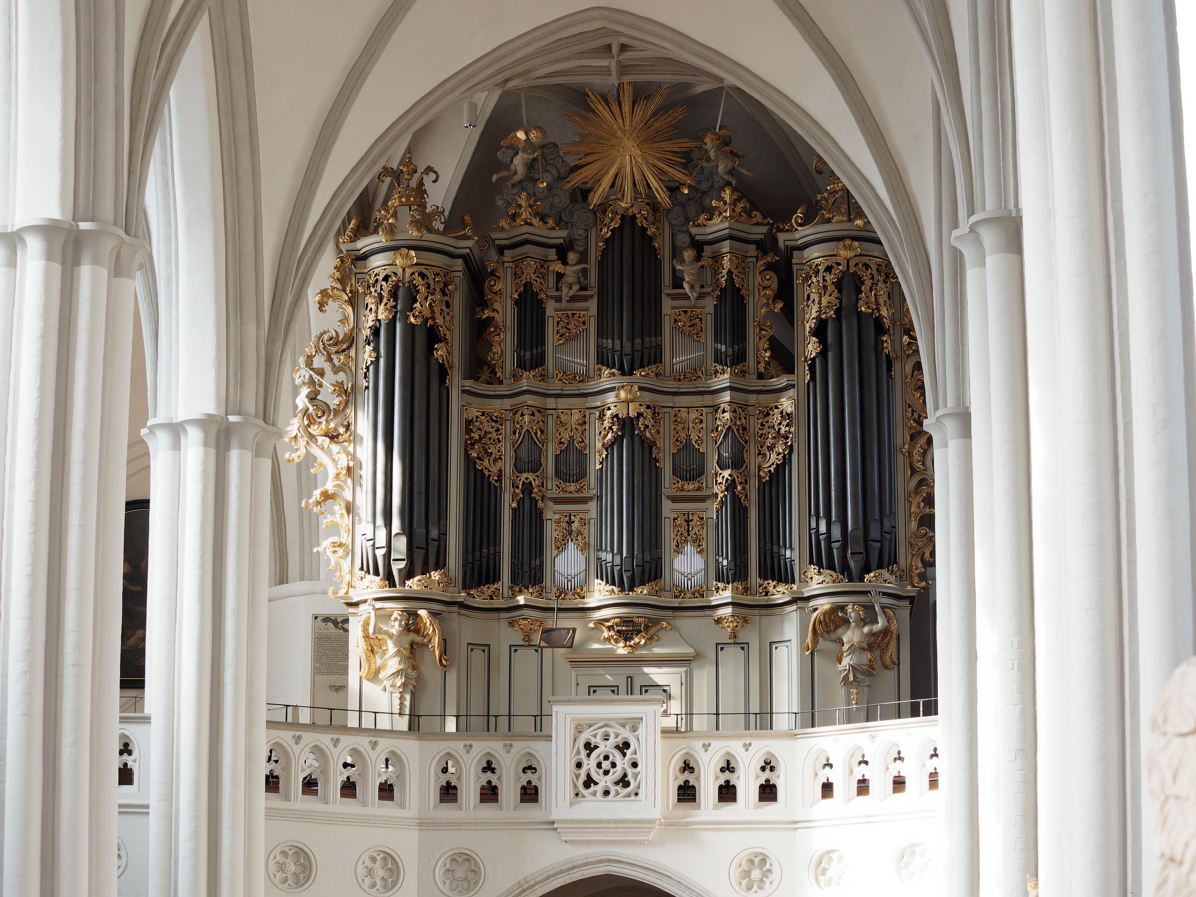 File:Berlin-Mitte Marienkirche organ.jpg