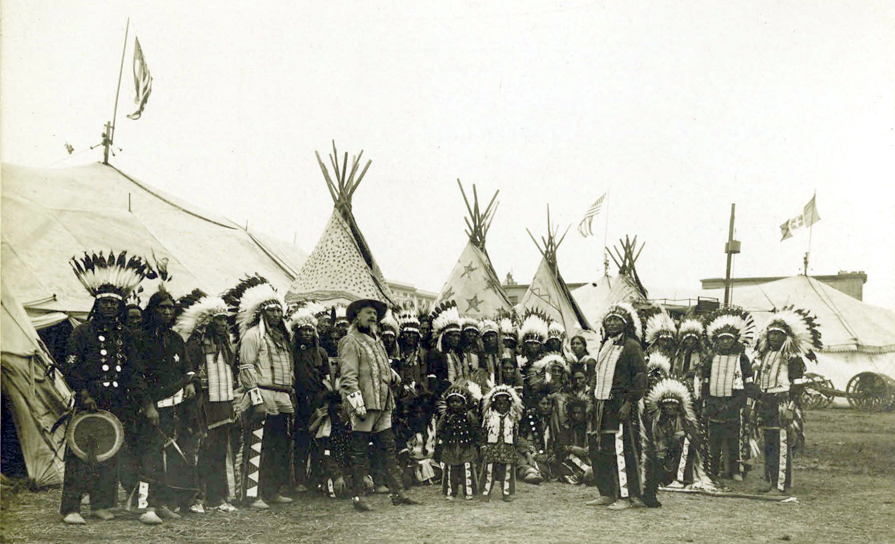 Description Buffalo Bills Wild West Show, 1890.jpg
