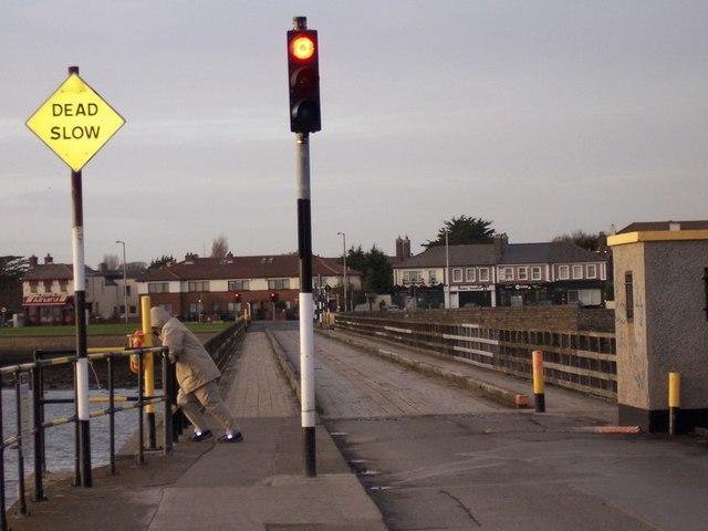 Bull_Wall_Bridge%2C_Clontarf_-_geograph.org.uk_-_685185.jpg