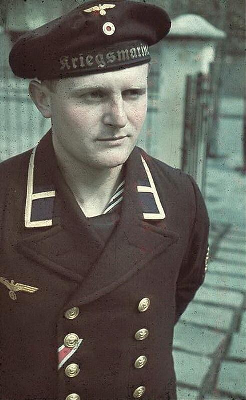 [KRIEGSMARINE] Caban de bootsmannsmaat (second maître)  Bundesarchiv_N_1603_Bild-036,_Rum%C3%A4nien,_Marine-Filmberichter_Horst_Grund