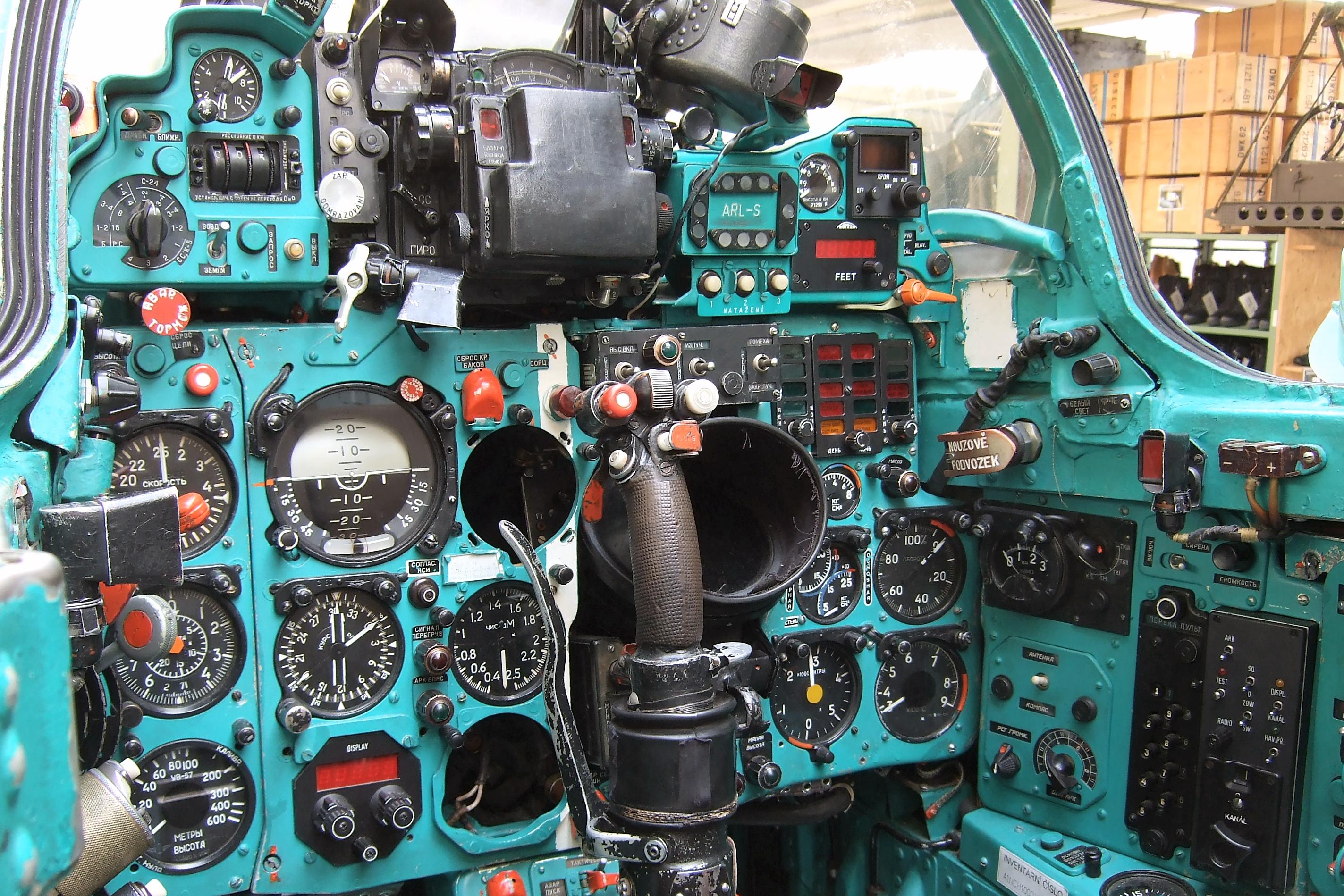 Cockpit_of_a_MiG-21MF.jpg