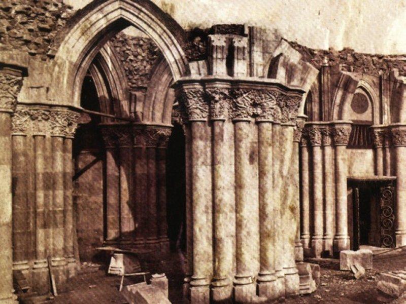 Grandes estructuras históricas en construcción Cripta_%281885%29