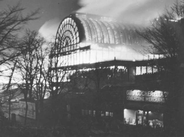 Il Crystal Palace in fiamme