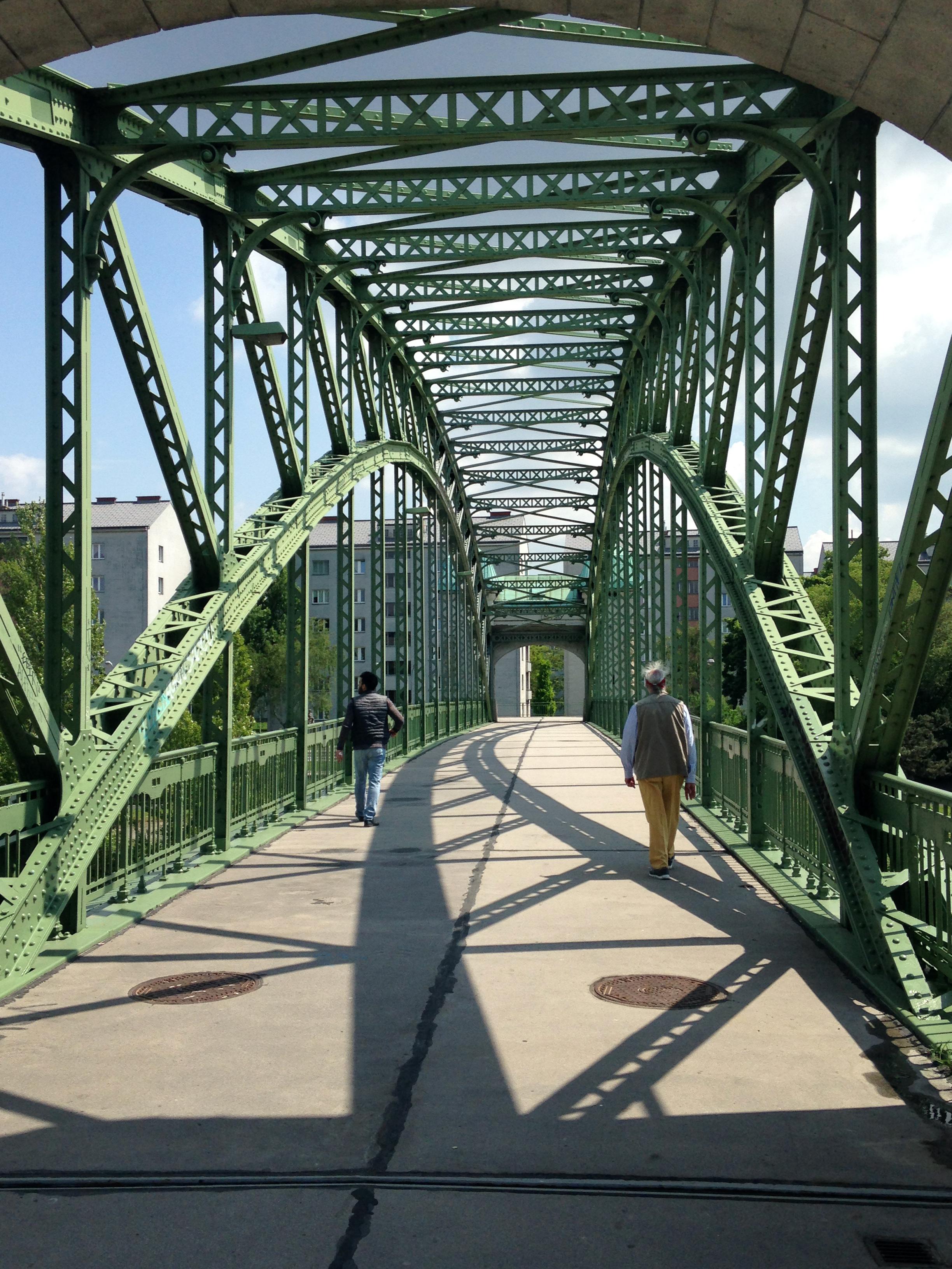 File:Döblinger Steg zwischen 19. und 20. Bezirk.jpg - Wikimedia Commons