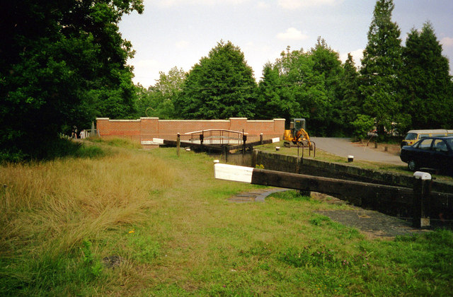 Deepcut Bottom Lock No 15, Basingstoke Canal - geograph.org.uk - 791315