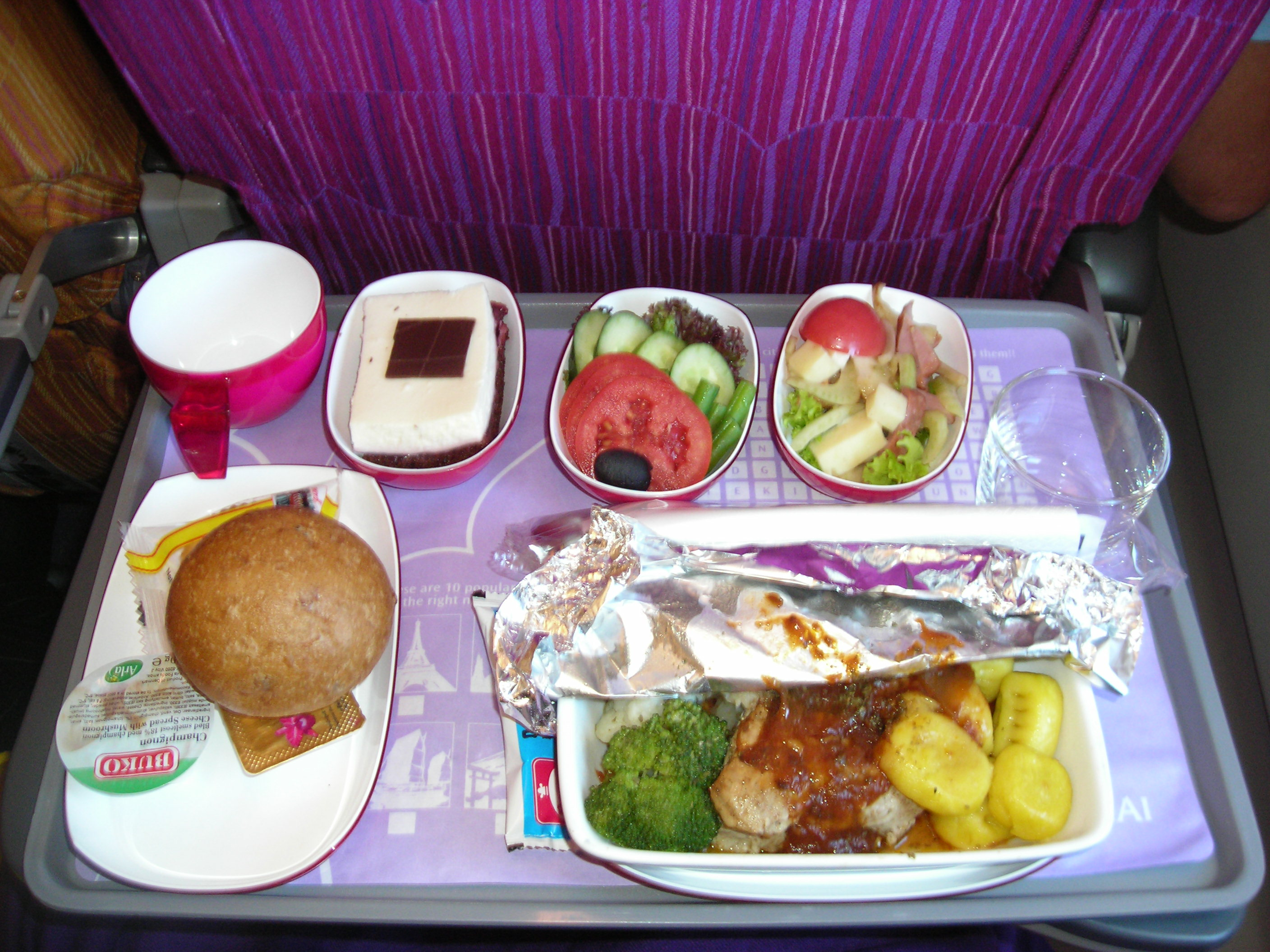 File dinner thai airways intercontinental flight 2007 jpg for Air thai cuisine