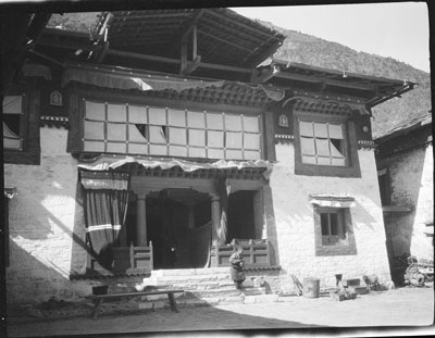 File:Dungkar Monastery, Chumbi Valley.jpg