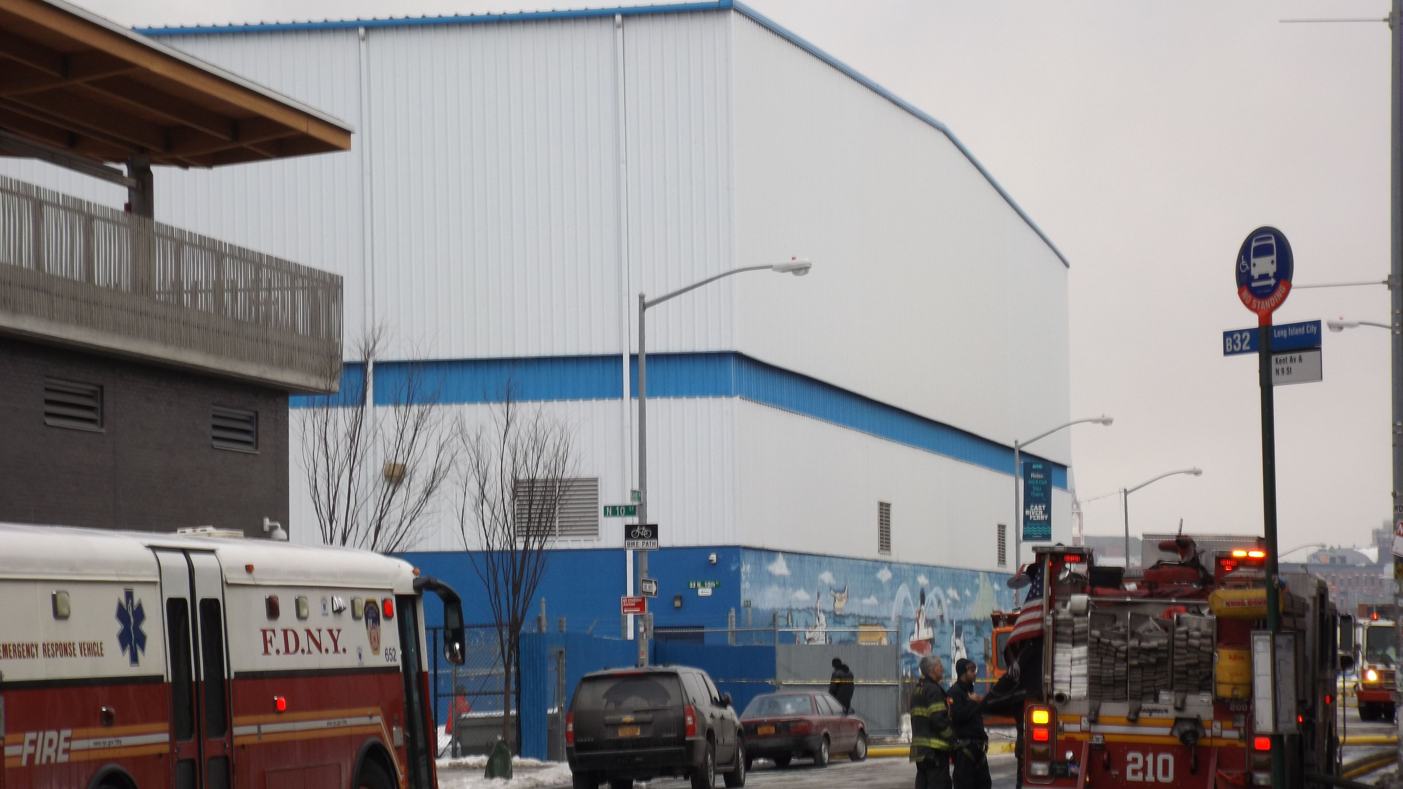 File:FDNY Fire Engine fights the Brooklyn Paper Warehouse Fire