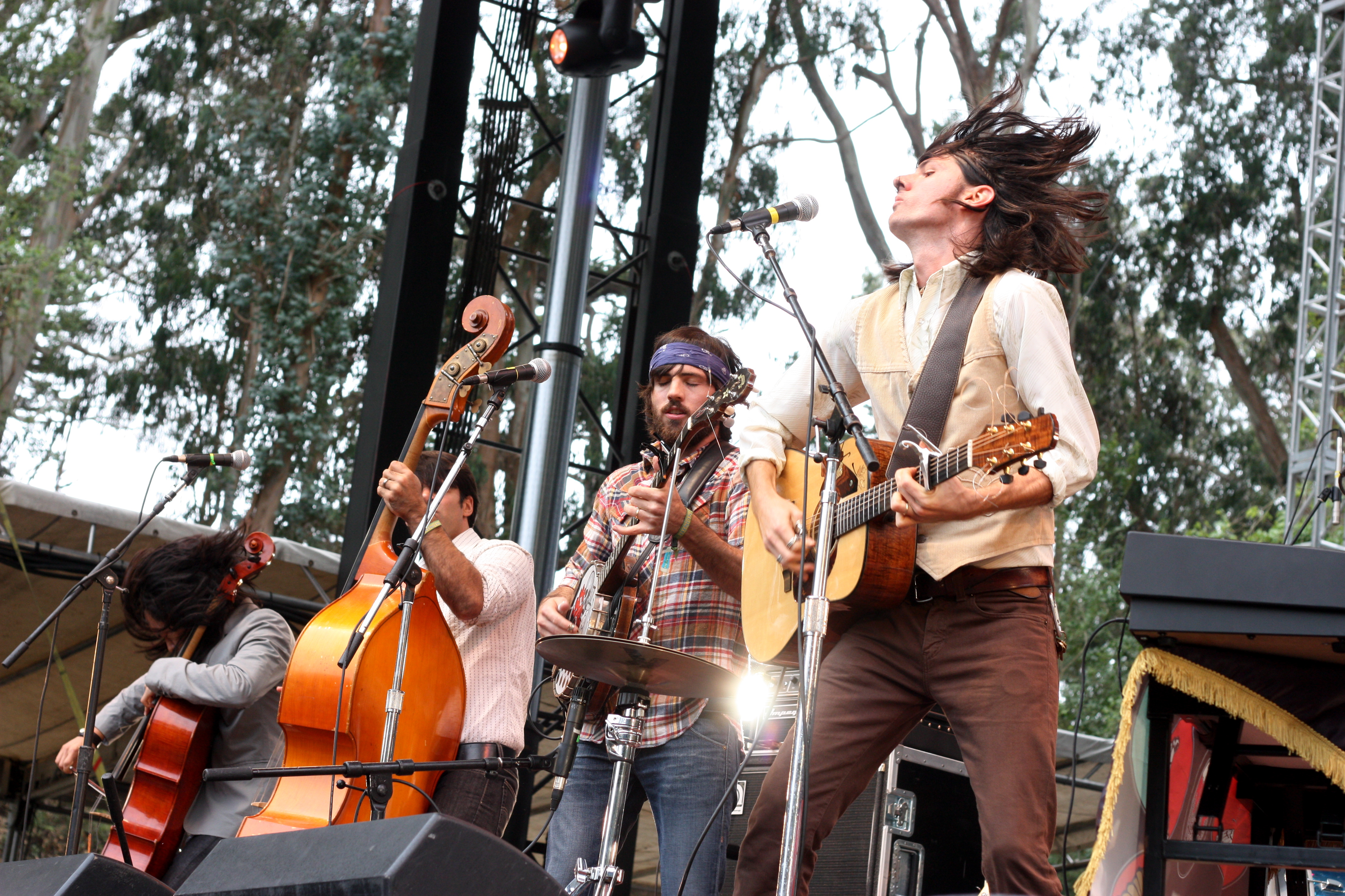 English: The Avett Brothers performing at the ...