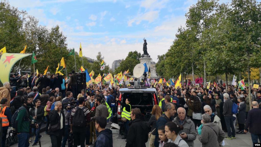 Fransa'daki Barış Pınarı Harekâtı protestosu, Republique Meydanı.jpg
